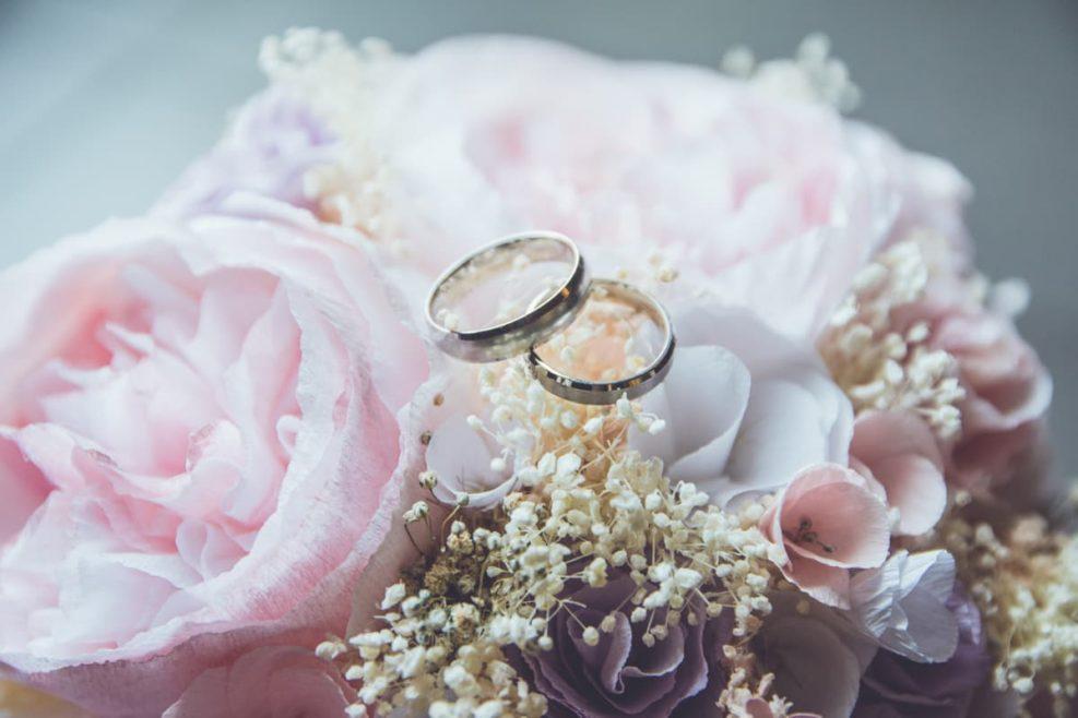Comment rédiger un texte de félicitations aux mariés?